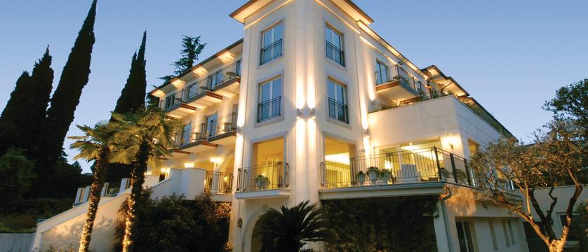 Villa-Rosa-exterior.jpg